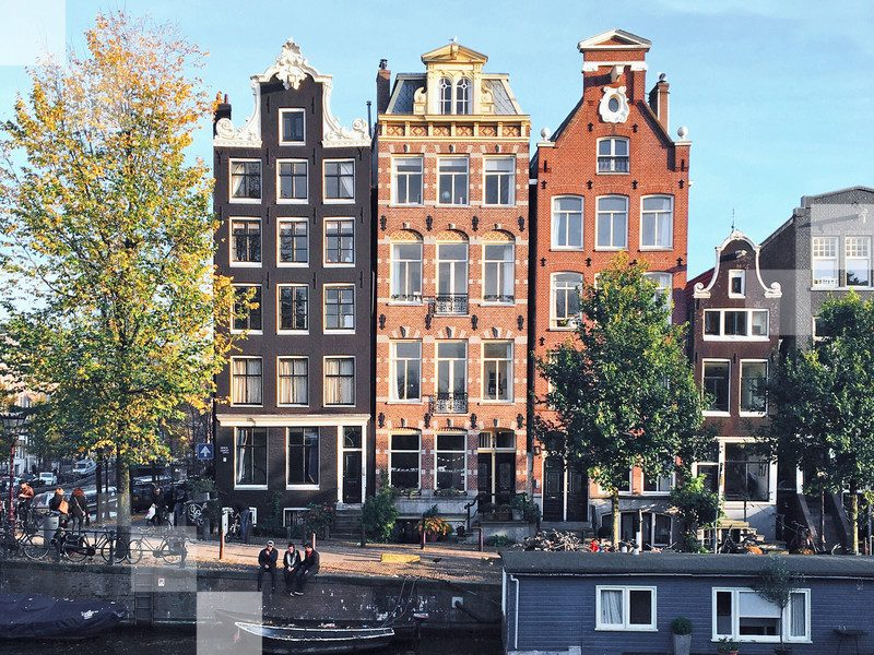 Amsterdam is a very walkable city, and the weather in autumn is cool and comfortable