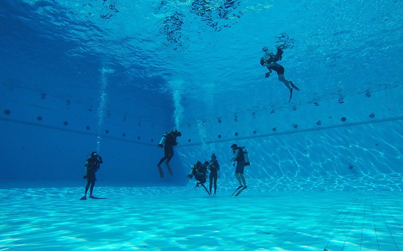 Before you take the plunge, take a scuba diving class in a pool