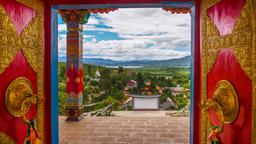 Hotels near Lijiang airport