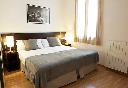 MH Apartments Liceo - Barcelona - Bedroom