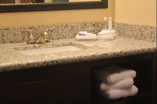 Best Western Plus Slidell Inn - Slidell - Bathroom