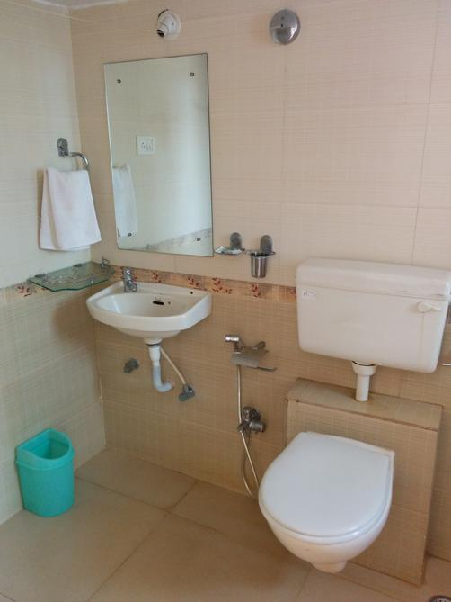 Goan Clove Apartment Hotel - Vagator - Bathroom