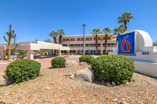 Motel 6 Palm Springs Downtown - Palm Springs - Building