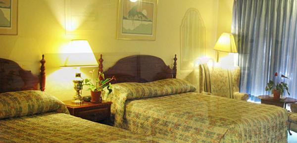 Flagstone Motel - Port Angeles - Bed