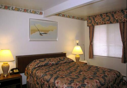 Riviera Inn - Port Angeles - Bed
