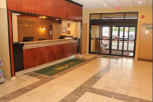 Quality Inn Airport - Buffalo - Building